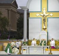 Photo Flash: Tenor Anthony Kearns Sings at Pre-Mass Concert for Pope Francis