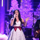 VIDEO: Kacey Musgraves Performs Original Holiday Song 'Present Without a Bow' on TONIGHT