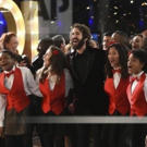 PHOTO: Josh Groban Surprises Hotel Guests With Performance of Holiday Classics