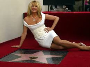 A Star-Studded Homecoming! Suzanne Somers DIRECT FROM LAS VEGAS Lights Up The McCallum Stage