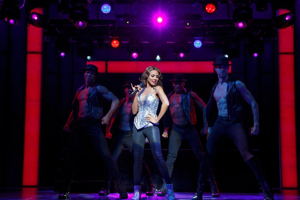 BWW Review: Deborah Cox Lights Up the Stage with Star Power in THE BODYGUARD
