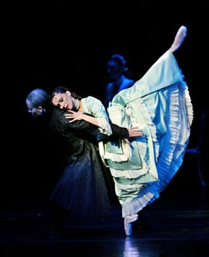 BWW Preview: Milwaukee Ballet Opens their Grand Season with Sophisticated, Seductive DRACULA