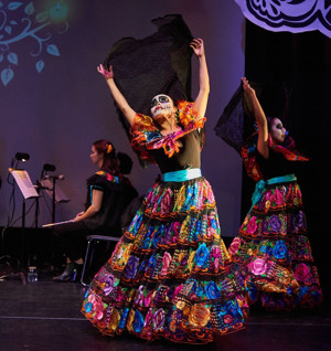 BWW Review: Celebrating Dia de los Muertos with CALPULLI MEXICAN DANCE COMPANY