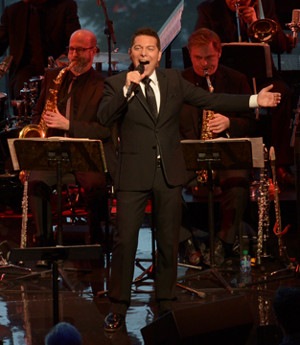 BWW Review: Michael Feinstein's SING ME A SWING SONG Breezes, Bounces and Bows at Jazz at Lincoln Center