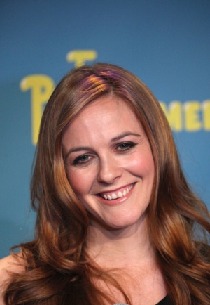 New Scripted Dramedy AMERICAN WOMAN, Starring Alicia Silverstone Begins Production