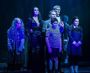 THE ADDAMS FAMILY steigt wieder aus der Gruft mit Uwe Kroeger und Edda Petri in den Hauptrollen