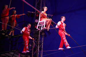 BWW Review: Hugely Fun CIRCUS FLORA - TIME FLIES