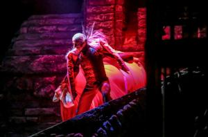 BWW Review: MKE Ballet Haunts Uhlein Hall in Pink's Thrilling DRACULA