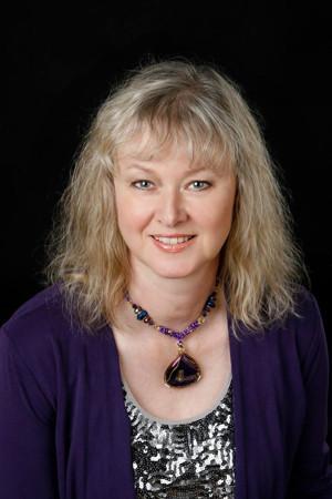 Medium Carolyn Molnar Comes to 2016 Toronto Fringe Festival