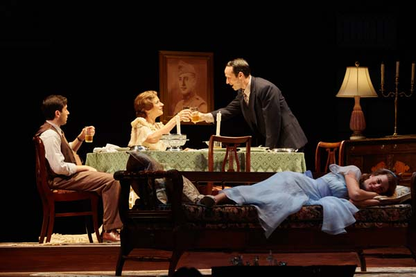 BWW Review: THE GLASS MENAGERIE at Pioneer Theatre Company