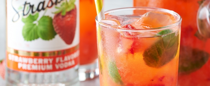 STOLI VODKA Presents Strawberry Smash Cocktail for Memorial Day
