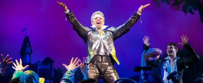 BWW TV: The Renaissance Hits the Road! Watch Adam Pascal, Rob McClure & More in SOMETHING ROTTEN! on Tour