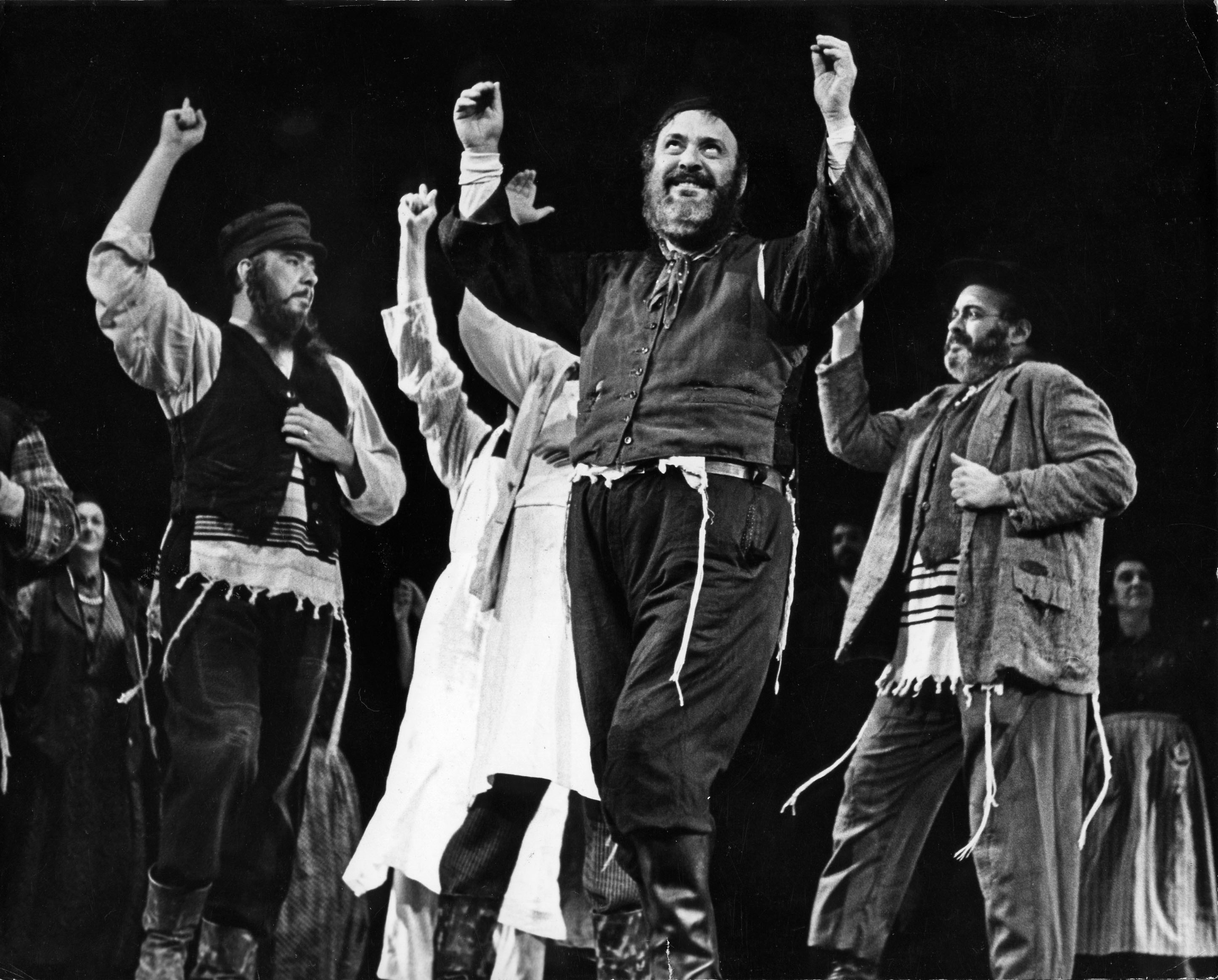 On This Day: 1976 - FIDDLER ON THE ROOF is Revived on Broadway for 167  Performances