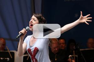 BWW TV: KINKY BOOTS' Mia Gentile Belts It Out at Stars in the Alley!