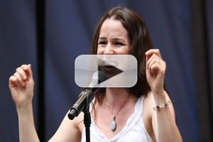 BWW TV: BEAUTIFUL's New Carole King, Chilina Kennedy, Shows Her Stuff in Shubert Alley!