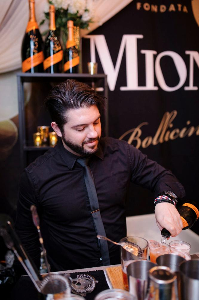 how to become a master mixologist