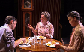 BWW Review: Fragile MENAGERIE Flourishes Because of Strong Characters