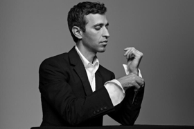 Countertenor Anthony Roth Costanzo Signs to Decca Gold