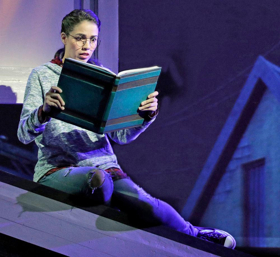 BWW Review: BETWEEN THE LINES at Kansas City Repertory Theatre