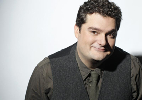 SNL Alum Bobby Moynihan to Host THE MUPPETS TAKE THE BOWL