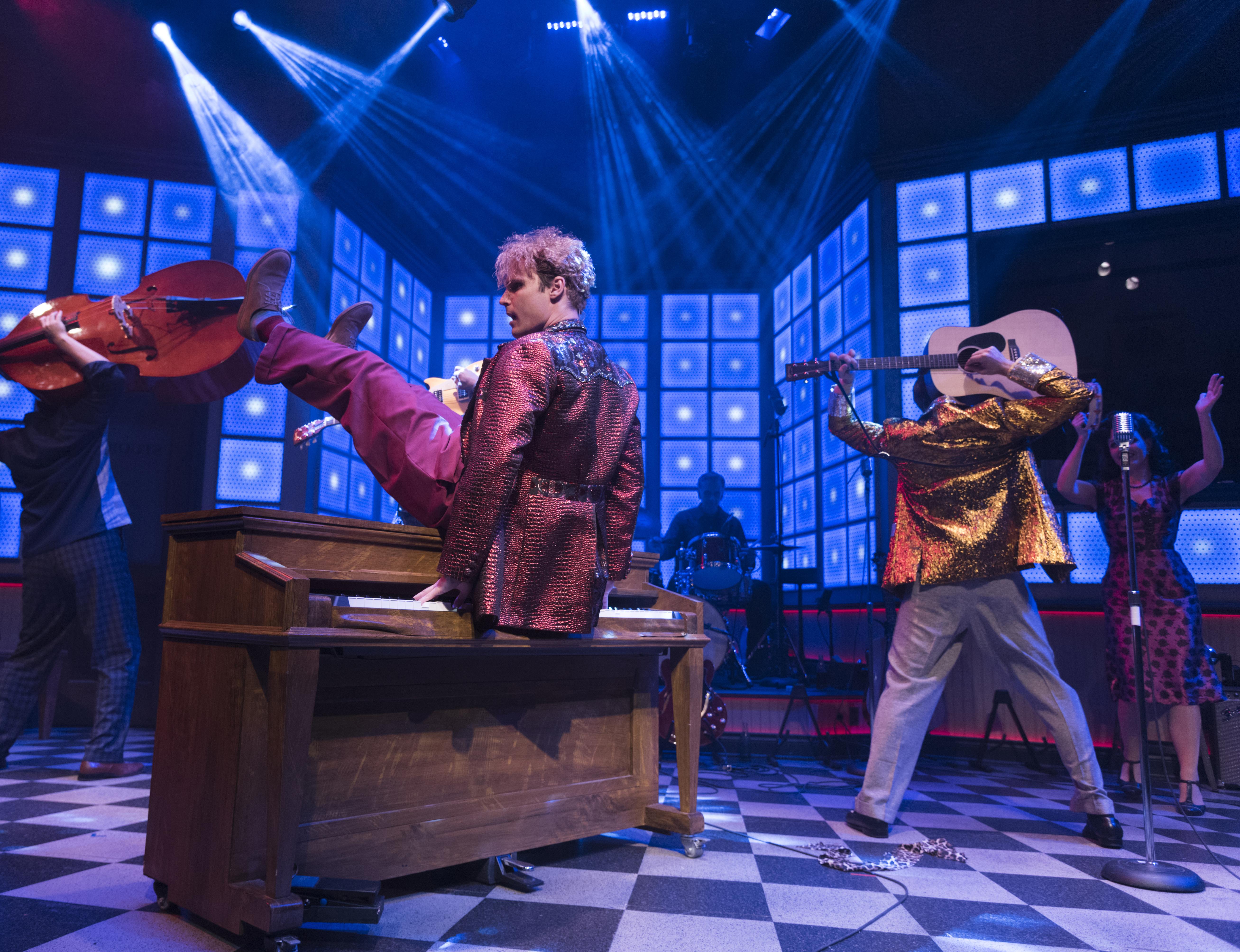 BWW Review: MILLION DOLLAR QUARTET at New Theatre Restaurant