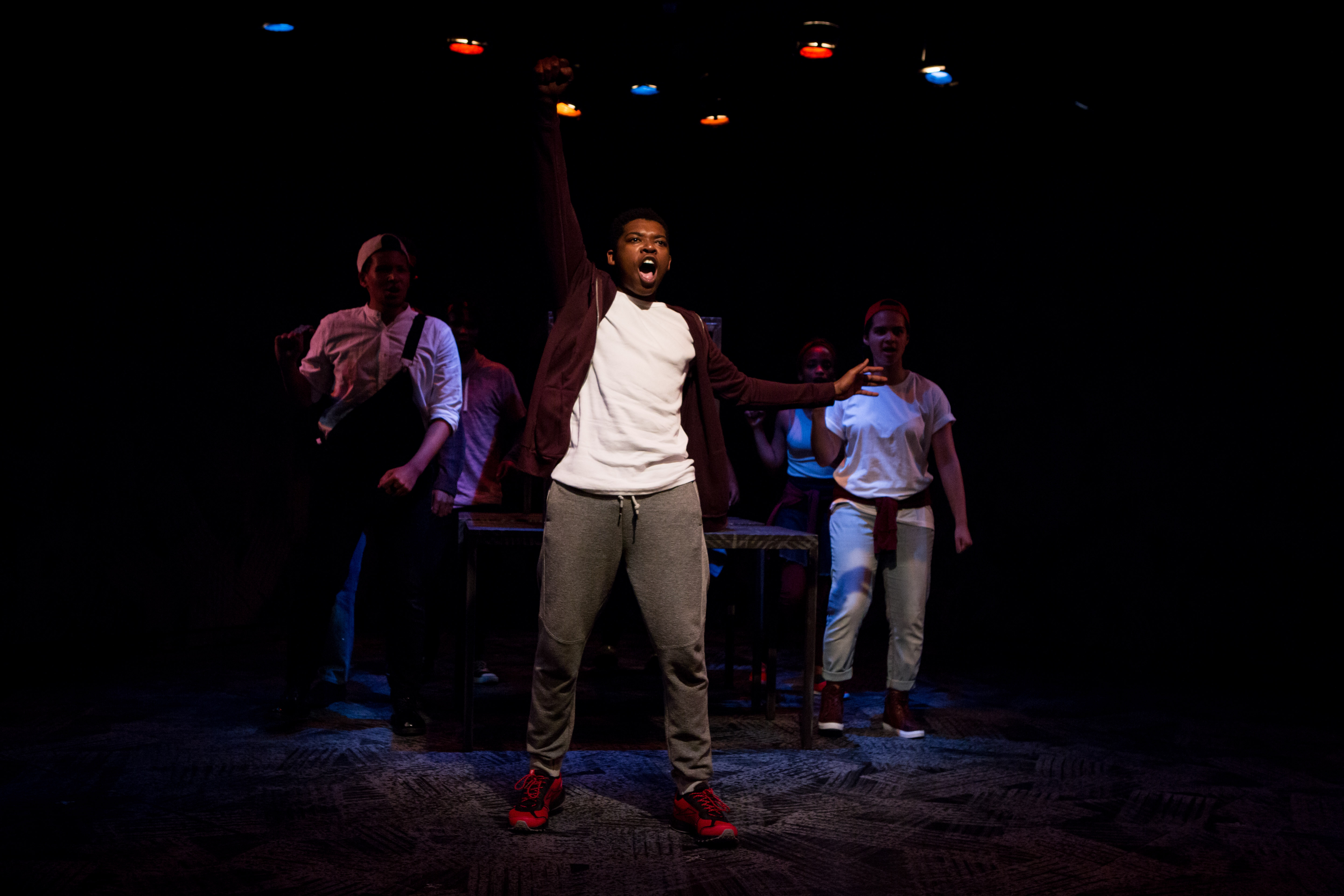 BWW Review: THE FALL, Royal Court