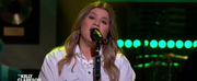 VIDEO: Kelly Clarkson Covers Rich Photo