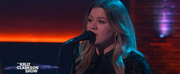 VIDEO: Kelly Clarkson Covers Beautiful Day Photo