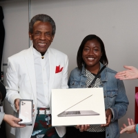 Photo Flash: Inside Memoji Karaoke With André De Shields At Reopening Of Apple Fifth Avenue