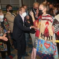 Photos: WAITRESS' Anastacia McCleskey (Virtually) Receives the Legacy Robe Photo