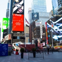 Pop-Up Ferris Wheel Takes Visitors For a Spin in Times Square Photo
