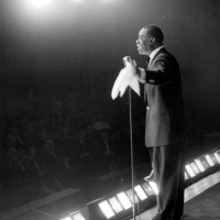 Paul Simon, Diana Krall, Gary Knisely and Jeffrey Shafer Help Fund Louis Armstrong Fo Photo