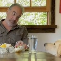 VIDEO: Mandy Patinkin Sings Hebrew Prayers to His Dog Before Her Meals Photo