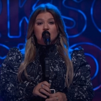 VIDEO: Kelly Clarkson Covers 'Lay Me Down' Photo