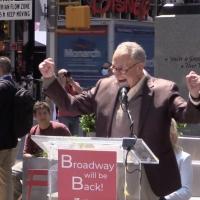 VIDEO: Senator Chuck Schumer & More Celebrate Broadway's Return in Times Square Photo