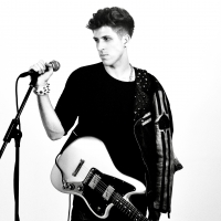Alt-Rock Artist Eric Jafet Returns With Latest Single 'Lights Out' Photo