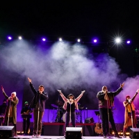 BWW Review: UNWRAPPED: AN ORIGINAL CHRISTMAS REVUE Creates Hopeful Magic at The Phoen Photo