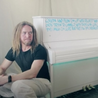 VIDEO: Tim Minchin Releases Music Video For New Song 'Airport Piano' Photo