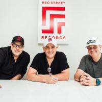 Red Street Records Signs Tom Yankton Photo