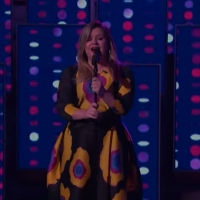 VIDEO: Kelly Clarkson Covers 'A Fool in Love' Photo