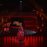 VIDEO: Kelly Clarkson Covers 'You Make It Easy' Photo