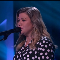 VIDEO: Kelly Clarkson Covers 'One of Us' Photo