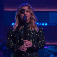 VIDEO: Kelly Clarkson Covers 'I Can't Make You Love Me' Photo