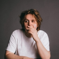Lewis Capaldi to Perform At Pandora's Ashley HomeStore Presents Celebrate The Magic o Photo