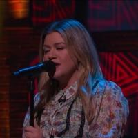 VIDEO: Kelly Clarkson Covers 'Cryin' by Aerosmith Photo