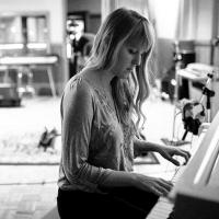 Anna Elizabeth Laube Announces Release of 'ANNAMANIA' Photo