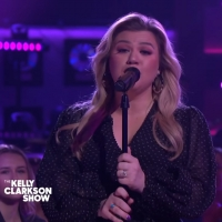 VIDEO: Kelly Clarkson Covers '(You Make Me Feel Like) A Natural Woman'