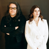 Best Coast Shares New Song 'Different Light' Photo