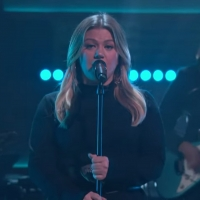 VIDEO: Kelly Clarkson Covers 'Torn' Photo