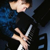 Sam Fender Shares 'Back To Black' Live Cover Recording Photo